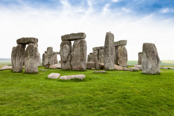 Archaeologists discover 15 structures buried around Stonehenge